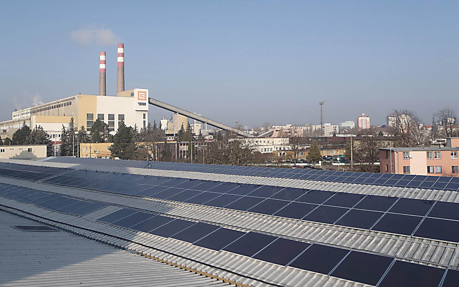 Průmyslový a skladovací areál, Hodonín. Instalace fotovoltaické elektrárny o výkonu 90 kWp.