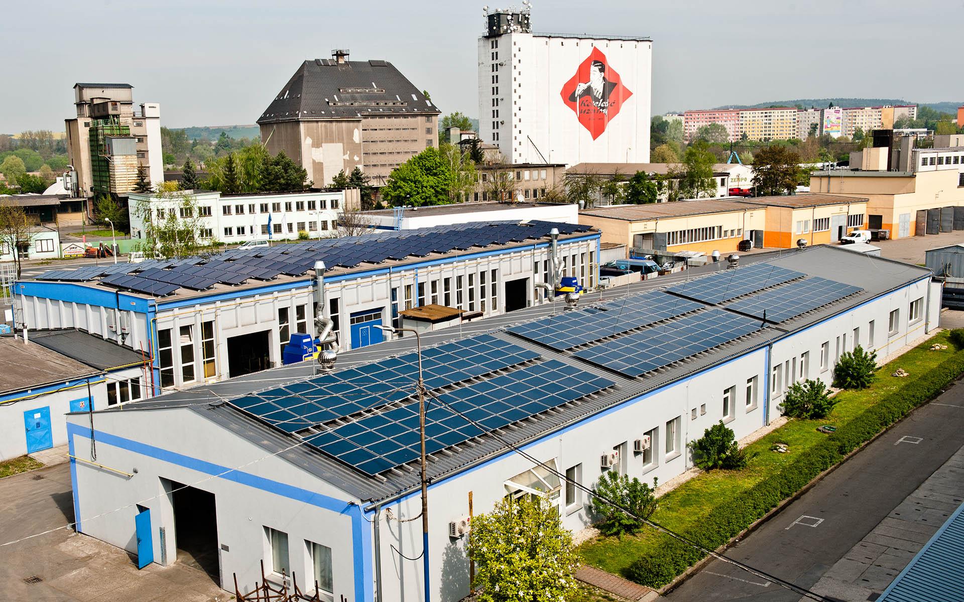 Průmyslový areál, Přerov. Instalace fotovoltaické elektrárny o výkonu 90 kWp.