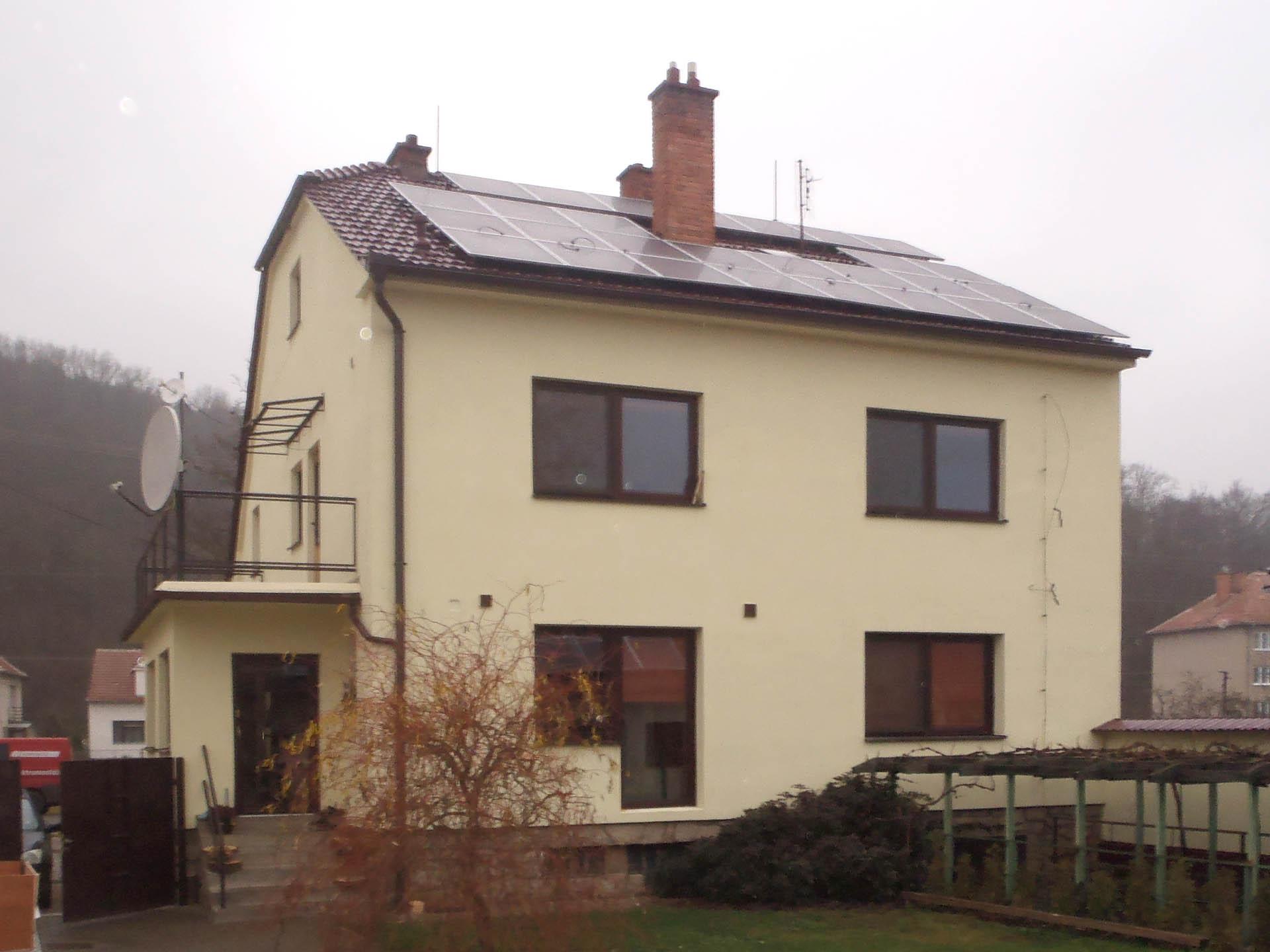 Rodinný dům a garáž, Veverská Bítýška. Instalace fotovoltaické elektrárny o výkonu 6 kWp.