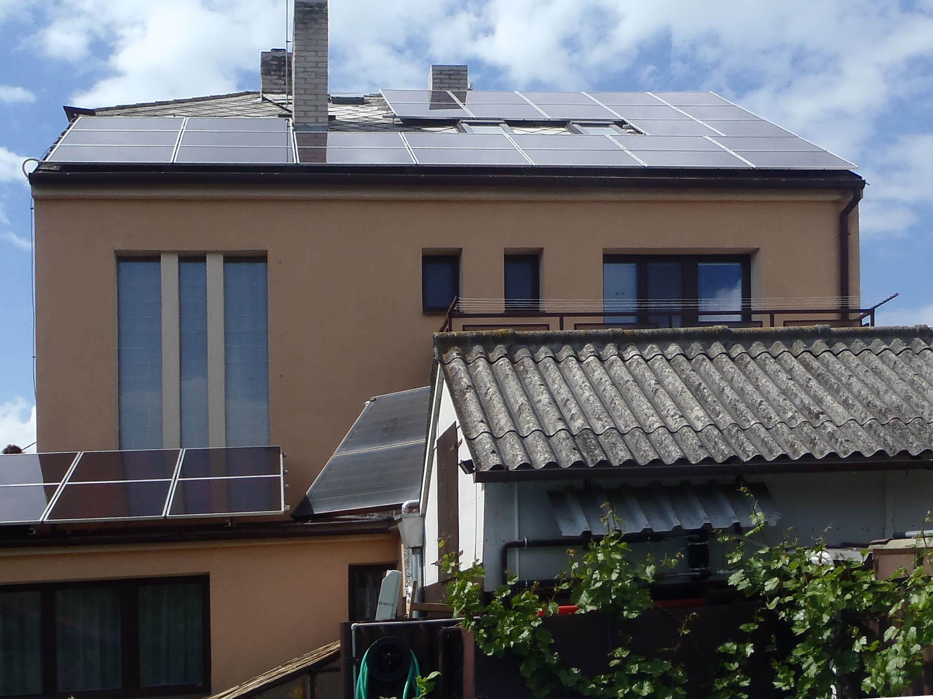 Rodinný dům, Okříšky. Instalace fotovoltaické elektrárny o výkonu 4,7 kWp.