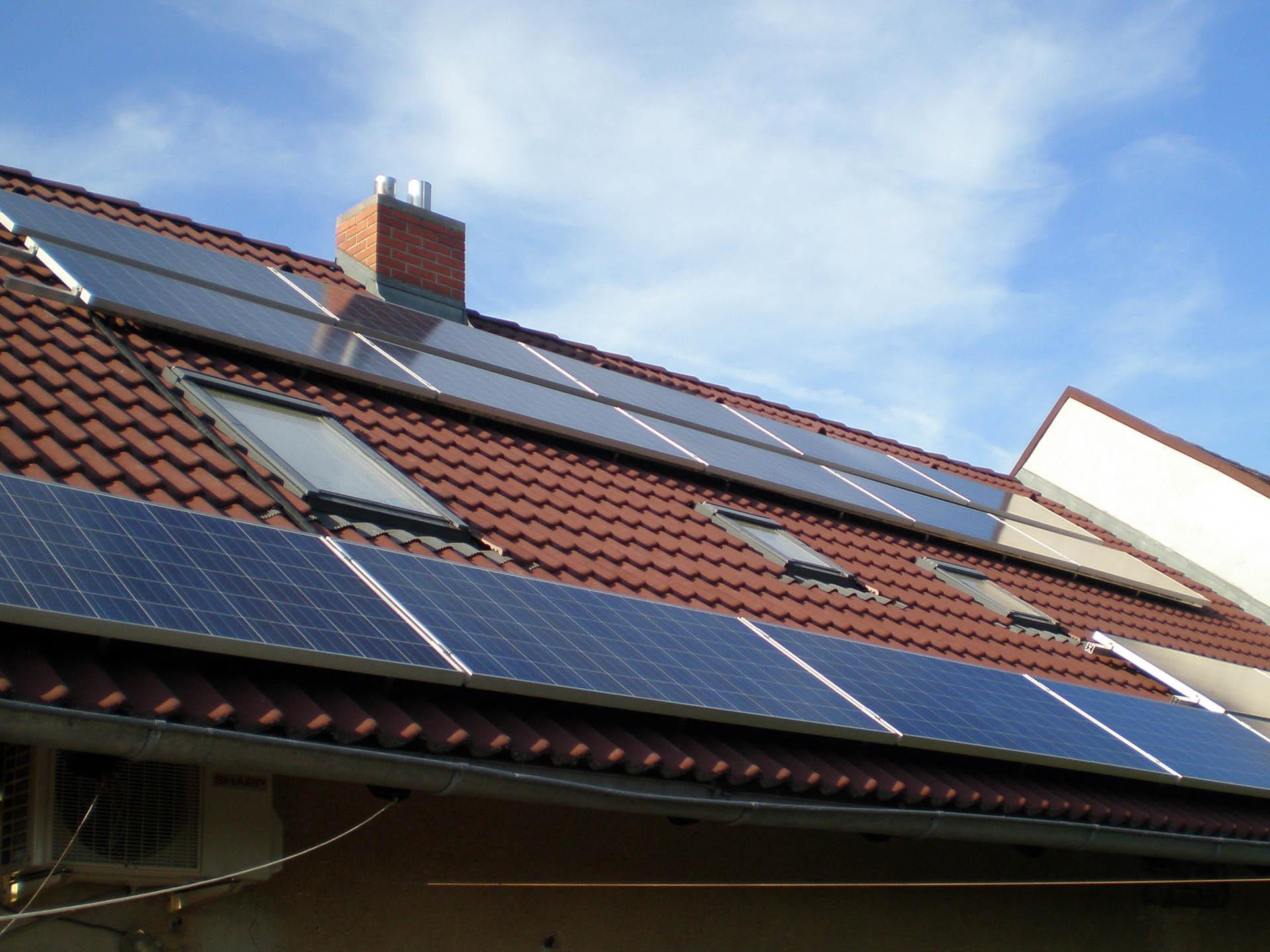 Rodinný dům, Pyšely. Instalace fotovoltaické elektrárny o výkonu 5 kWp.