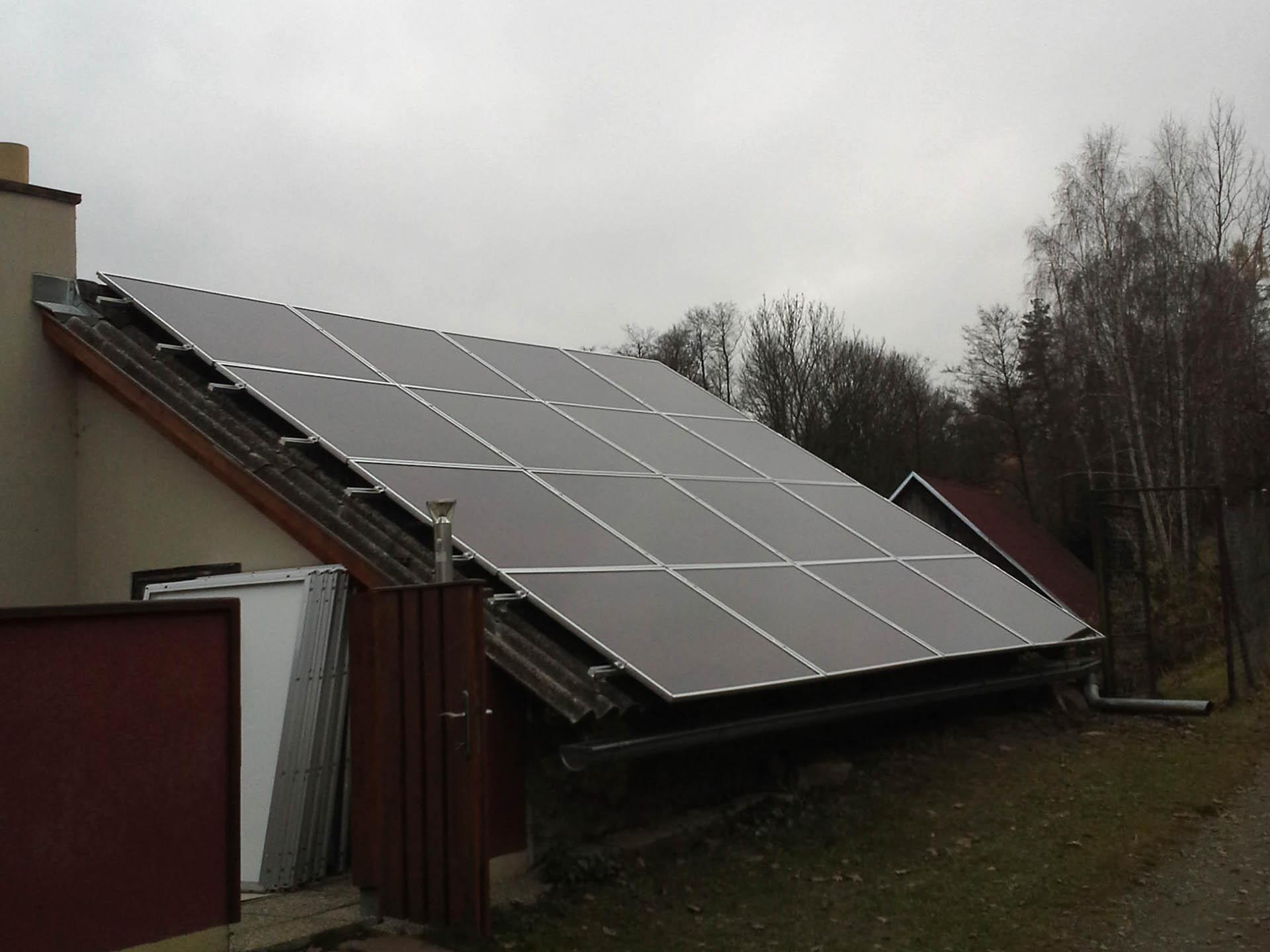 Technické stavení, Lučice. Instalace fotovoltaické elektrárny o výkonu 4,7 kWp.