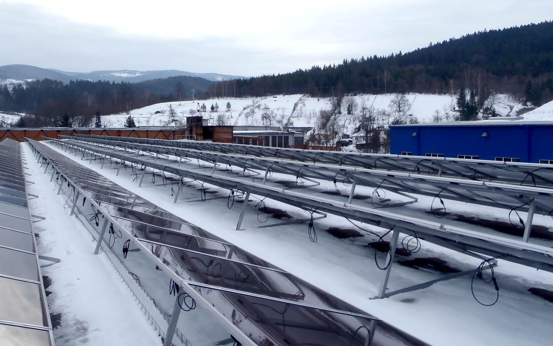 Výrobní hala, Prakovce, Slovensko. Instalace fotovoltaické elektrárny o výkonu 100 kWp.